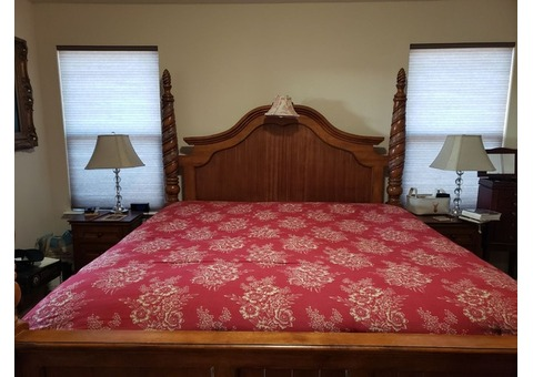 Four-Poster King Size Bedroom Set
